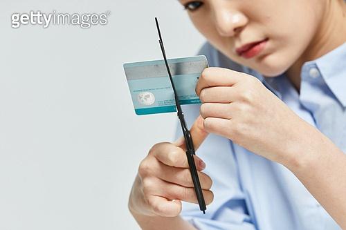 금융, 공과금, 과소비, 소비, 소비 (컨셉), 재테크, 신용카드, 자르기 (움직이는활동), 위기극복 (컨셉)
