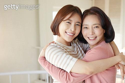 엄마, 딸, 생일, 어버이날 (홀리데이), 미소, 행복, 포옹, 사랑 (컨셉), 감사 (컨셉)