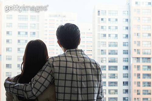 부동산정책 (부동산), 중개인 (판매업), 거래, 신혼부부 (부부), 아파트, 뒷모습, 실루엣