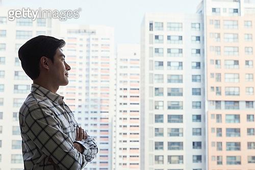 남성, 부동산, 부동산정책 (부동산), 생각 (컨셉), 응시, 비즈니스맨