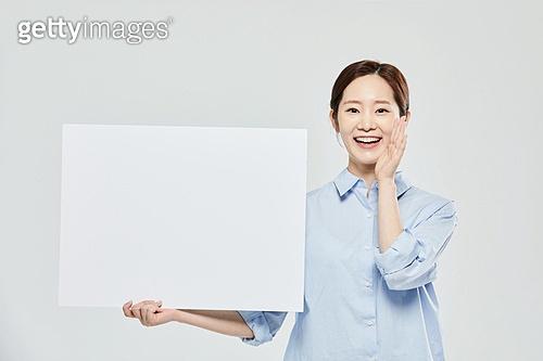여성, 플래카드 (안내판), 공고 (메시지), 미소