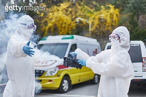 코로나바이러스 (바이러스), 코로나19 (코로나바이러스), 사회적거리두기 (사회이슈), 전염병 (질병), 방호복, 방호용품 (옷), 방역, 방역 (소독), 방호복 (방호용품), 병원 (의료시설), 소독 (움직이는활동)