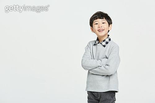 초등학생, 초등교육, 어린이 (나이), 팔짱[혼자] (몸의 자세)