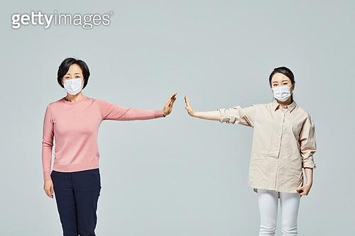 성인 (나이), 여성, 코로나19 (코로나바이러스), 사회적거리두기 (사회이슈)