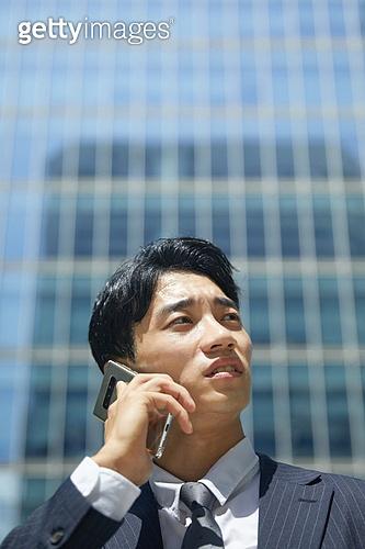 비즈니스, 비즈니스 (주제), 비즈니스맨 (사업가), 통화중 (움직이는활동), 스마트폰, 휴대폰 (전화기), 커뮤니케이션, 피로 (물체묘사), 스트레스, 스트레스 (컨셉), 분노, 비대면