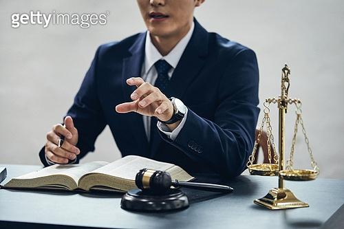 조언 (컨셉), 법 (주제), 변호사 (법조인), 법, 판사 (법조인), 법조인 (전문직), 법원, 법정, 판단, 판사