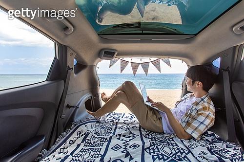 남성, 차박캠핑 (캠핑), 캠핑, 휴가, 혼자여행 (여행), 앉기 (몸의 자세), 기댐