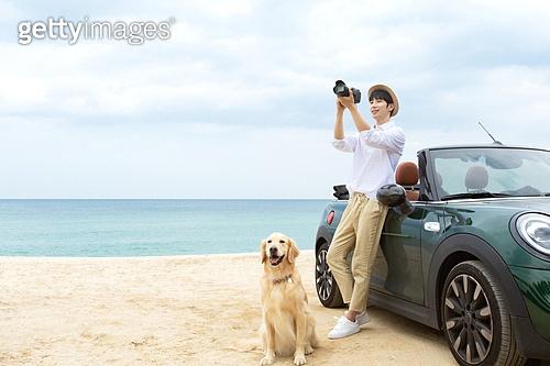남성, 차박캠핑 (캠핑), 캠핑, 휴가, 혼자여행 (여행), 리트리버, 골든리트리버, 반려동물 (길든동물), 카메라, 촬영, 미소, 밝은표정