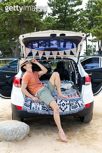 남성, 차박캠핑 (캠핑), 캠핑, 휴가, 혼자여행 (여행), 미소