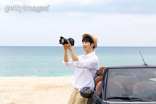 남성, 차박캠핑 (캠핑), 캠핑, 휴가, 혼자여행 (여행), 카메라, 촬영, 미소, 밝은표정, 취미