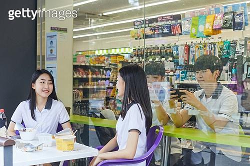 십대 (나이), 고등학생, 중학생, 편의점, 간편식 (음식), 먹기, 군것질 (Food And Drink)