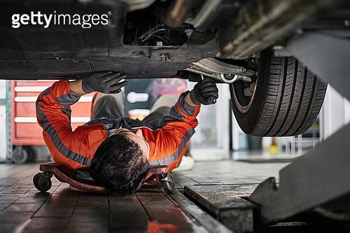 엔지니어 (전문직), 정비사, 자동차, 자동차정비소 (정비소), 정비사 (노동자), 정비소 (업무현장), 타이어, 바퀴 (차량부품)