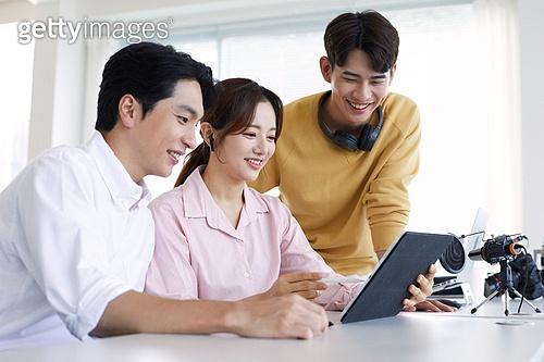 MCN, MCN (주제), 스타트업, 스타트업 (소기업), 소기업 (주제), 일 (물리적활동), 팀워크, 협력, 협력 (컨셉), 팀워크 (협력)