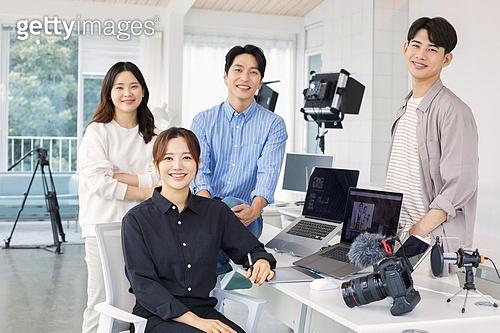 MCN, MCN (주제), 1인미디어 (사회이슈), 유튜브, 스타트업, 스타트업 (소기업), 일 (물리적활동), 대학생