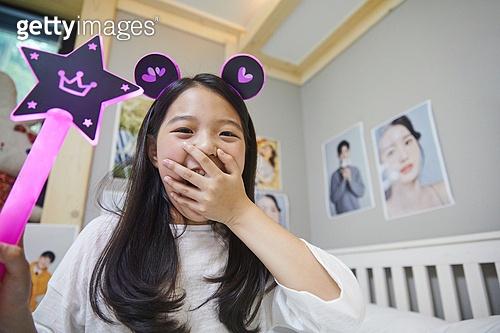 소녀, 포스트코로나 (신조어), 팬 (역할), 대중음악콘서트 (엔터테인먼트이벤트), 십대소녀 (여성)