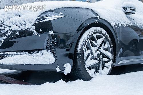 겨울, 겨울 (계절), 한파, 쌓인눈 (눈), 눈 (얼어있는물), 날씨, 도로, 자동차, 자동차보험, 타이어, 바퀴 (운송수단부품)