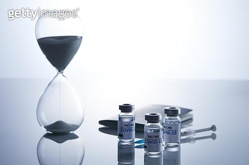 예방접종 (주사), 코로나바이러스 (바이러스), 코로나19 (코로나바이러스), 여권, 약 (의료품)