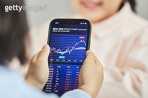 스마트폰, 주권 (증명서), 주식시장 (금융), 그래프, 재테크, 주린이