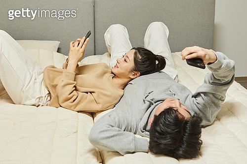 커플 (인간관계), 딩크족, 실내, 집콕 (컨셉), 스마트폰