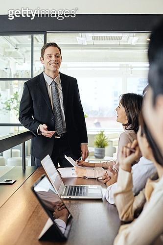 비즈니스, 비즈니스 (주제), 사업관계 (비즈니스), 비즈니스맨, CEO (책임자), 글로벌금융, 글로벌비즈니스, 글로벌, 금융, 팀워크, 전략, 토론 (커뮤니케이션)
