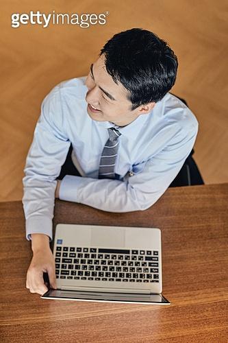 비즈니스, 비즈니스 (주제), 비즈니스맨, 금융직 (전문직), 노동자 (직업), 주52시간근무제 (근로시간), 일 (물리적활동)