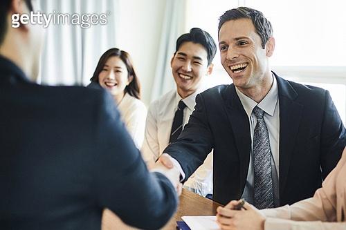 비즈니스, 비즈니스 (주제), 사업관계 (비즈니스), 비즈니스맨 (사업가), 글로벌금융, 글로벌비즈니스, 글로벌, 글로벌비즈니스 (비즈니스), 함께함 (컨셉), 미팅, 협력, 금융, 합의 (컨셉), 성공, 악수
