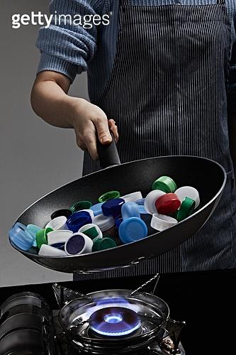 플라스틱, 쓰레기 (물체묘사), 환경오염, 요리하기 (음식준비), 병마개 (병), 프라이팬