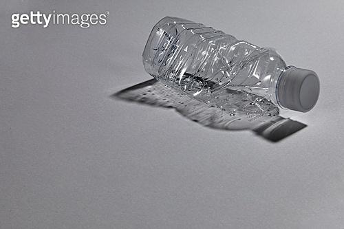플라스틱, 쓰레기 (물체묘사), 구겨짐 (재질), 페트병 (물병)