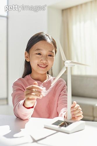 한국인, 연료와전력발전 (주제), 풍력 (대체에너지), 풍력터빈, 대체에너지 (연료와전력발전), 대체에너지, 풍력터빈 (터빈), 지속가능한에너지 (연료와전력발전), 탄소배출권 (주제), 탄소중립 (환경보호), 소녀 (여성)