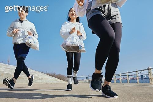 쓰레기봉투, 제로웨이스트, 지역봉사활동 (사회복지), 플로깅, 환경, 환경보호, 건강한생활 (주제), 캠페인, 어린이 (나이), 달리기 (물리적활동)