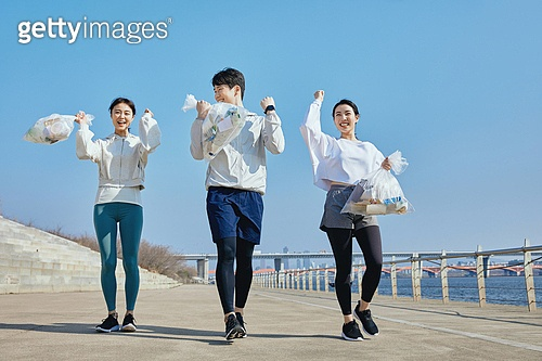 쓰레기봉투, 제로웨이스트, 지역봉사활동 (사회복지), 플로깅, 환경, 환경보호, 건강한생활 (주제), 캠페인, 남성, 여성, 달리기 (물리적활동)