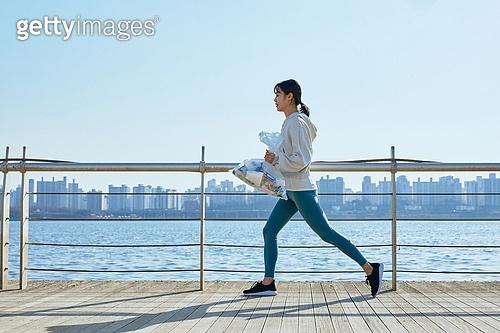 쓰레기봉투, 제로웨이스트, 지역봉사활동 (사회복지), 플로깅, 환경, 환경보호, 건강한생활 (주제), 캠페인, 여성, 달리기 (물리적활동)