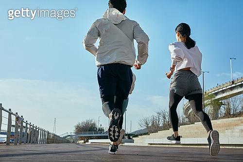 한국인, 건강관리 (주제), 달리기 (물리적활동), 조깅 (운동), 유산소운동 (운동), 레저활동 (활동), 도시생활, 유산소운동, 뒷모습