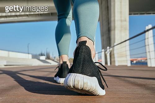한국인, 건강관리 (주제), 달리기 (물리적활동), 조깅 (운동), 유산소운동 (운동), 사람발 (주요신체부분), 운동화, 걷기 (물리적활동)