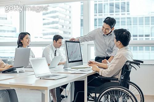 장애인 (장애), 휠체어, 장애, 사회복지, 메디컬컨디션, 신체장애, 비즈니스, 일 (물리적활동), 함께함 (컨셉), 협력 (컨셉)