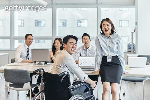 장애인 (장애), 휠체어, 장애, 사회복지, 신체장애, 비즈니스, 사무실, 기쁨 (컨셉), 행복, 함께함 (컨셉)