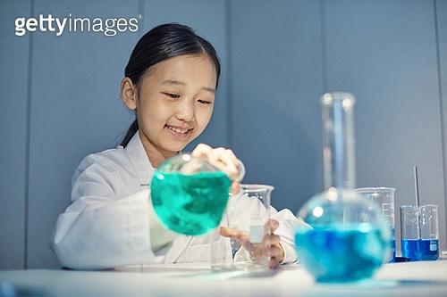 어린이 (나이), 유치원생, 교육 (주제), 초등교육 (교육), 유아교육, 초등학생, 과학, 연구 (주제), 과학자 (전문직), 실험실장비 (장비)