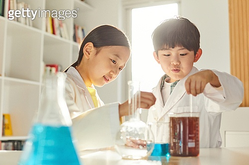 어린이 (나이), 유치원생, 교육 (주제), 초등교육 (교육), 유아교육, 초등학생, 과학, 연구 (주제), 과학자 (전문직), 화학 (과학)