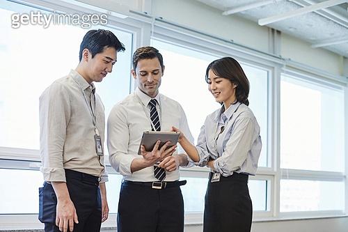 한국인, 비즈니스, 비즈니스맨, 일 (물리적활동), 백인 (인종), 대화, 토론, 커뮤니케이션, 글로벌비즈니스, 아이디어 (컨셉)