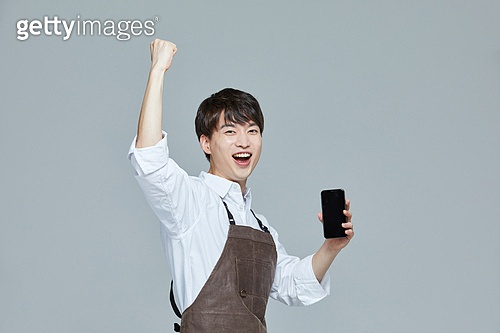 한국인, 20대 (청년), 청년 (성인), 스타트업 (소기업), 바리스타, 상인 (소매업자), 스마트폰, 파이팅 (흔들기)