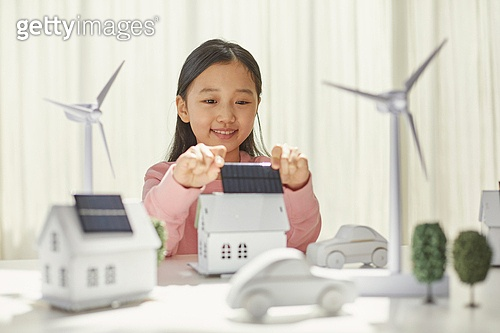 희망 (컨셉), 어린이 (나이), 대체에너지 (연료와전력발전), 연료와전력발전, ESG (컨셉), 탄소배출권 (주제), 탄소중립 (환경보호), 풍력 (대체에너지), 태양열에너지 (대체에너지), 태양열장비 (동력장비)