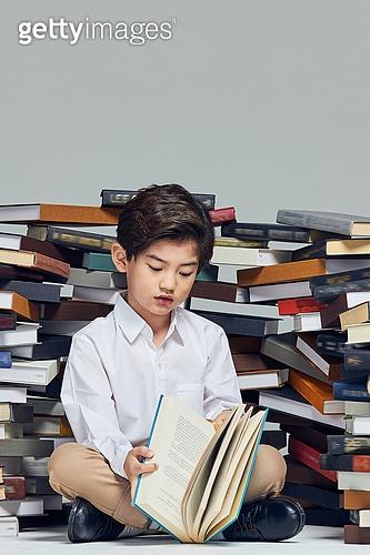 어린이 (나이), 초등교육, 교육 (주제), 공부, 책, 독서, 스트레스 (컨셉)