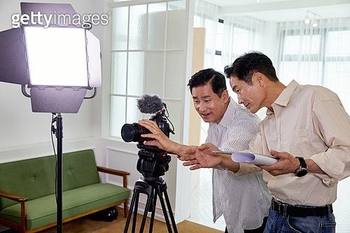 중년 (성인), MCN, 라이브커머스, 영상감독 (언론직), PD, 카메라
