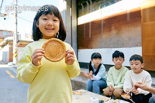 달고나, 추억 (컨셉), 음식, 어린이 (나이), 하트 (컨셉심볼), 미소