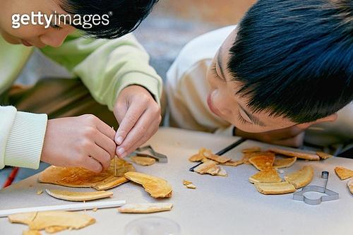 달고나, 추억 (컨셉), 음식, 어린이 (나이), 집중 (컨셉)