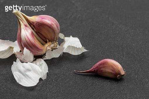 Head of garlic and husk, clove.