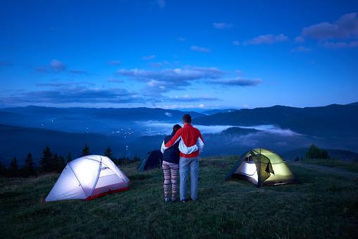 연인, 등산, 캠핑