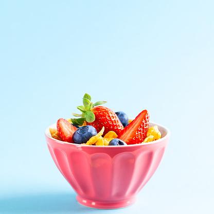 Yogurt and corn flakes