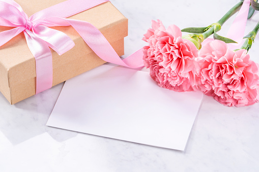 Carnations with giftbox