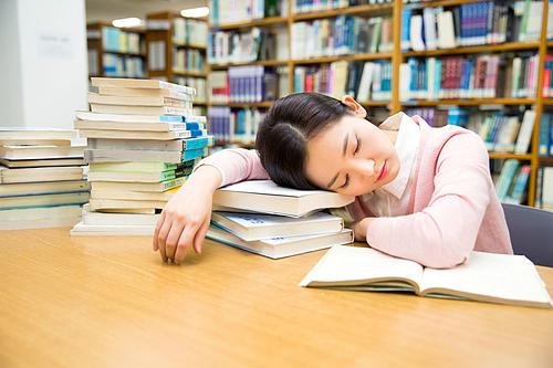 대학생은 피곤하다